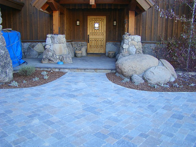 paver entry off driveway